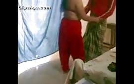 भाभी की चुत की चुदाई का नंगा खेल कर दिया लड़के ने