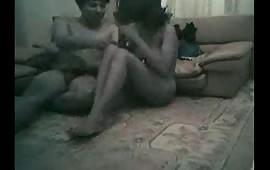 गर्लफ्रेंड और बॉयफ्रेंड ने किया घर में सेक्स