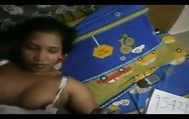 रंडी ने दिए अपने मोबाइल नंबर सेक्स के लिए